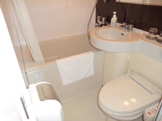 Candeo Hotels Handa: トイレと室内の風呂