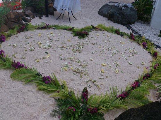 Cooks Bay Villas: Love heart in the sand