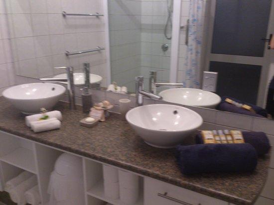Cooks Bay Villas: Bathroom