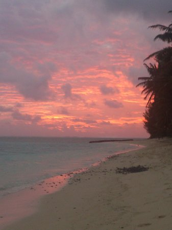 Cooks Bay Villas: Sunset