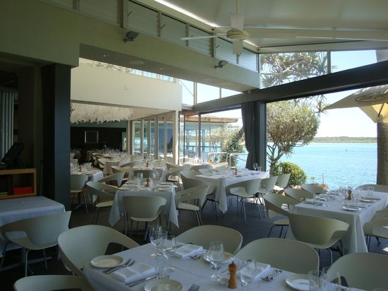 Rickys River Bar + Restaurant: Lovely setting