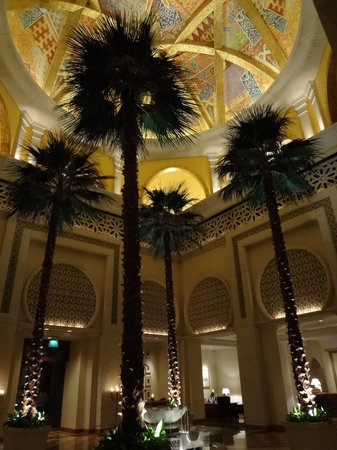 Arabian Court at One&Only Royal Mirage Dubai: パレス棟の豪華なロビー