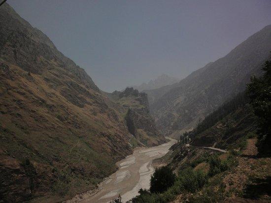 Shepherd's Lodge Devi Darshan: Dauli Ganga while trekking to summer lata village