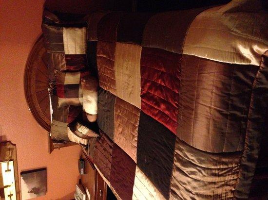 Broken Spur Inn: Letto