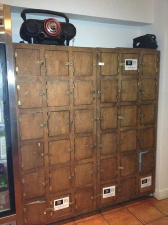 Hostelling International Vancouver Central: Lockers for food