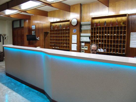 Hotel Cosmos: Reception