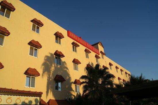 Amra Palace Hotel: The Hotel facade