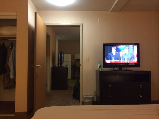 Two Room Suite With A Kitchen Picture Of Holiday Inn Express Suites Seattle Sea Tac Airport