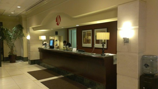 Chicago Marriott Suites Deerfield: Front desk