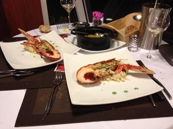 Hotel des Rochers : homards grilles