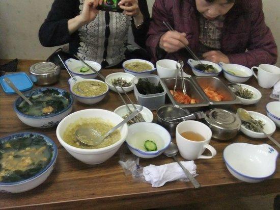 Jejuga: アワびのお粥とウニスープ