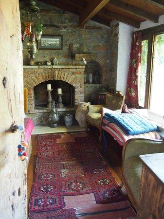 Terras Evler - Terrace Houses Sirince: reading room
