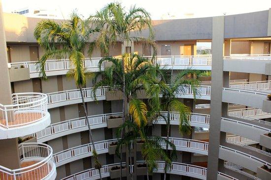 DoubleTree by Hilton Hotel Cairns: Atrium