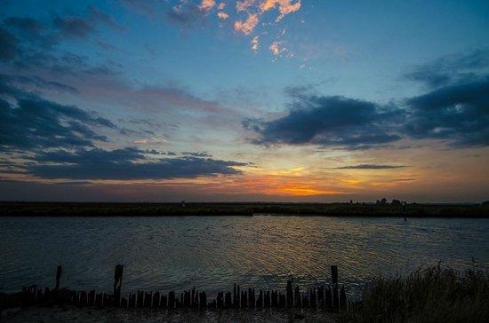 Breydon Water Holiday Park - Park Resorts: Sunset over Breydon Water