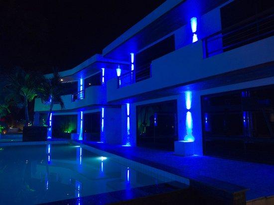 Beluga Boutique Hotel: Красивая подсветка ночью