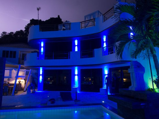 Beluga Boutique Hotel: Красивая подсветка ночью 2