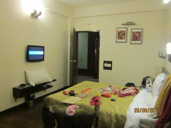 Hotel Crystal Inn: room
