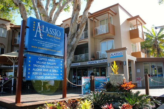 Alassio Palm Cove: Front of apartments