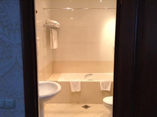 Grand Hall Hotel : ванна