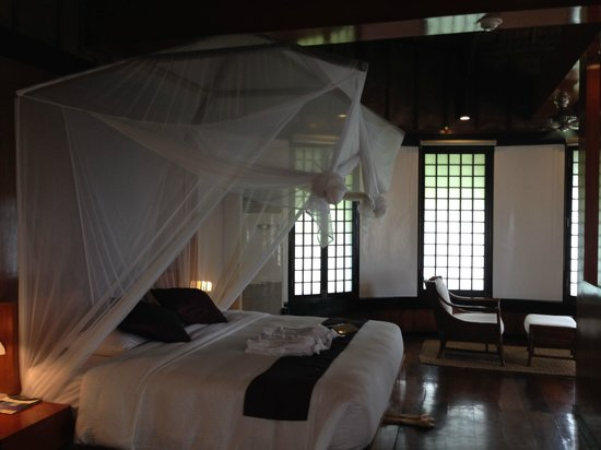 Friday's Boracay : Premier suite, the bed