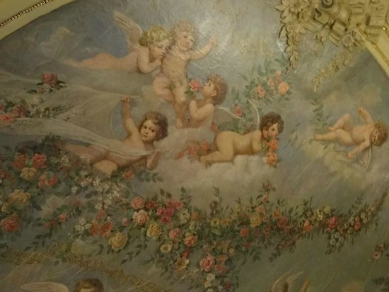 Hotel Savoy Moscow: Ceiling frescoes in Restaurant area, so palatial.