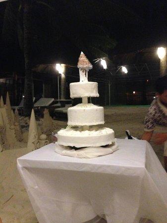 Friday's Boracay: Wedding cake by Friday's