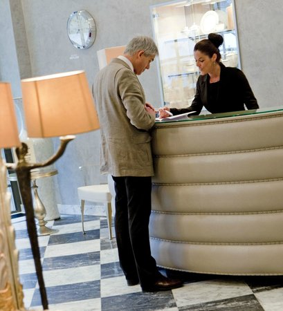 Le Place d'Armes Hotel : Check In