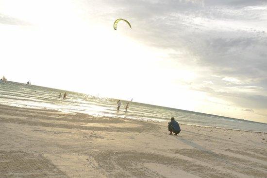 Fridays Boracay Resort : Friday's part of White beach, the sunset