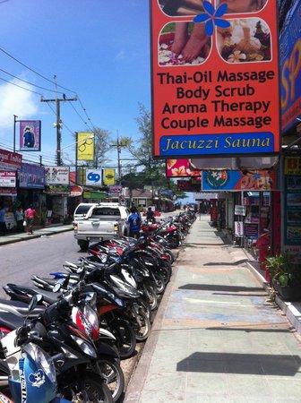 Rayaburi Hotel Patong : street