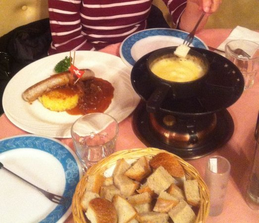 Restaurant Fritschi: Cheese Fondue & sausage with rossti
