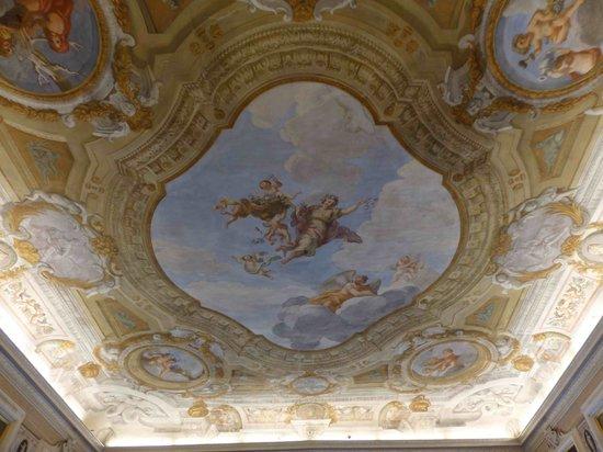Palazzo Tucci: Le plafond de la salle des petits déjeuners