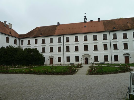 ‪Augustiner-Chorherrenstift Herrenchiemsee (Altes Schloss)‬