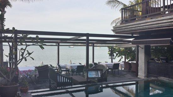 The Scent Hotel: Вид на бар-ресторан