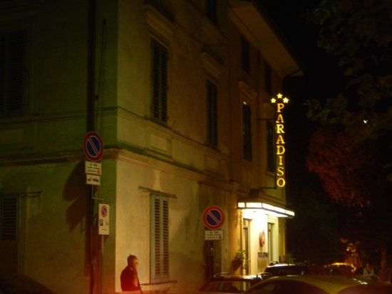 Albergo Paradiso: Hotel entrance