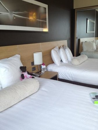 Crowne Plaza Melbourne: compy beds