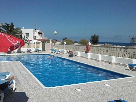 Apartamentos Arrecife: Blick auf  den Pool