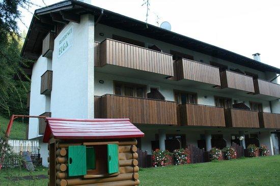 Residence Elga: lato giardino