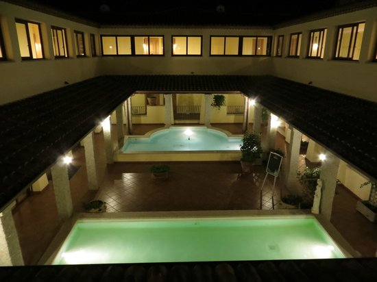 Speraesole: Innenhof bei Nacht