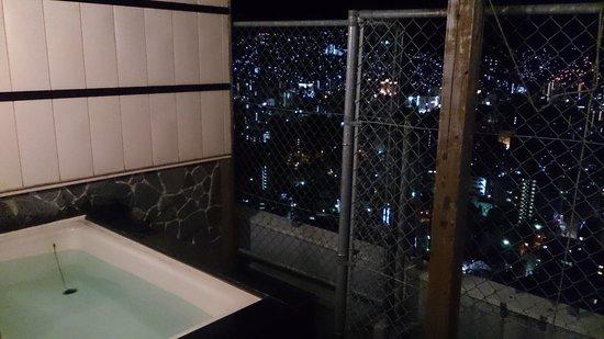 Hotel Nagasaki : フェンスに囲まれ貸切露天風呂