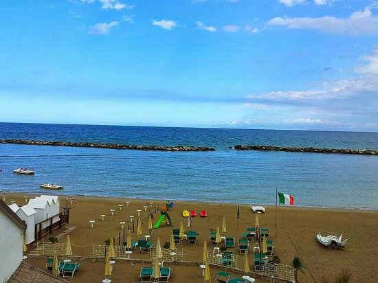 Hotel Villa Gaia: Blick aus dem Zimmer auf den hoteleigenen Strandabschnitt