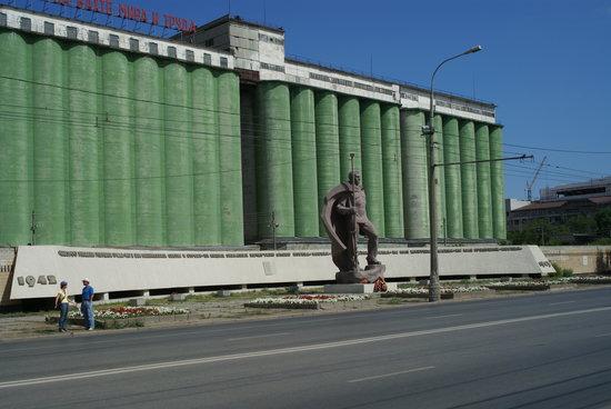 Элеватор и Памятник морякам-североморцам