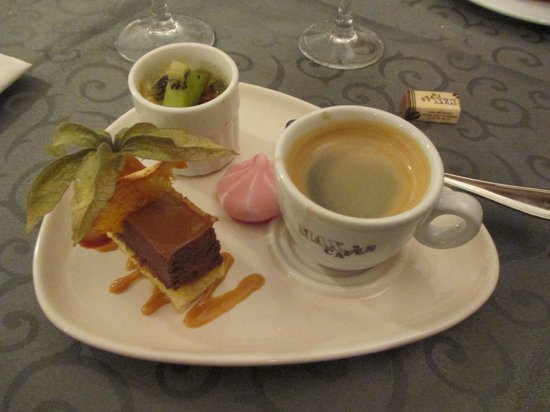 Thesee, Frankrig: cafe gourmand