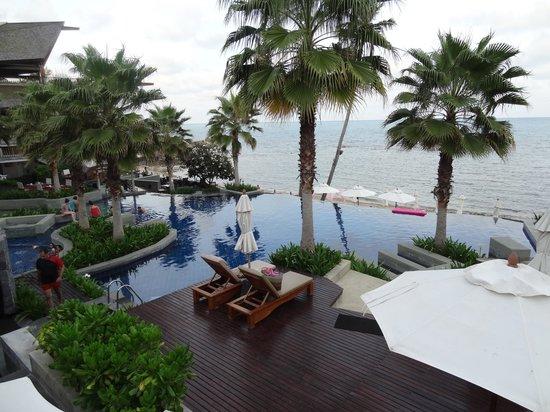 Nora Buri Resort & Spa : Main pool with bar & restuarant
