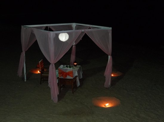 Nora Buri Resort & Spa : Private dinner set up looks beautiful at night