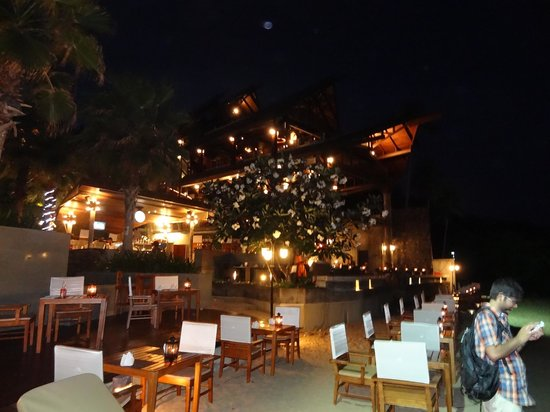 Nora Buri Resort & Spa : Beach side restuarant