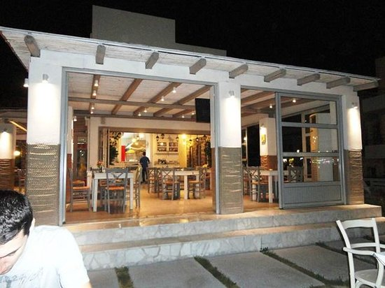 Aspri Avli Garden Restaurant: view from outdoor