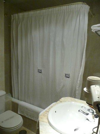 Sercotel Leyre: Huge bathtube and toilet