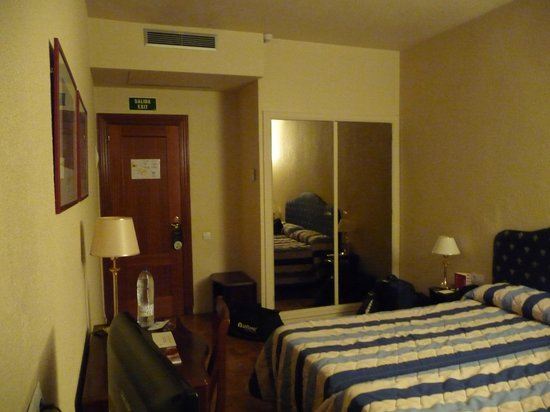 Sercotel Leyre: Entrance and closet