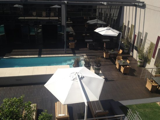City Lodge Hotel OR Tambo Airport: Pool view from room