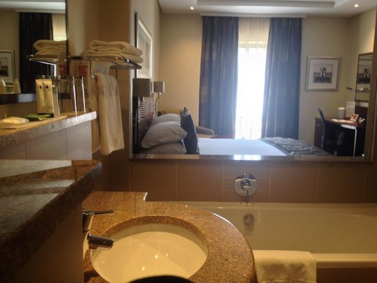 City Lodge Hotel OR Tambo Airport : Room from bathroom with open shutters